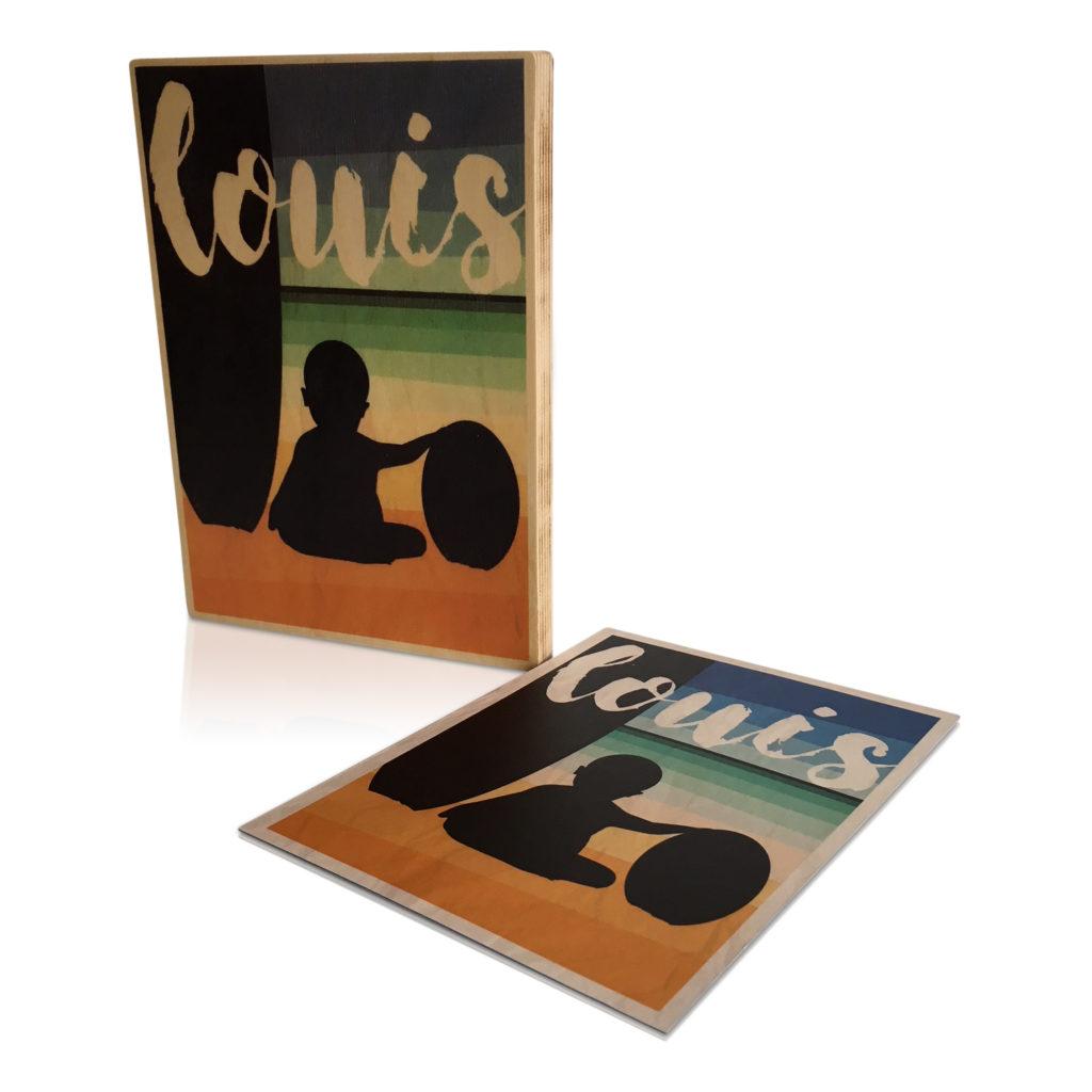 De kersverse gelukkige ouders hebben heel lang nagedacht overheen geboortekaartje en wat is er dan nog mooier dit kaartje op een houten blokje of paneel te drukken. Een blijvende herinnering die zijn kleur behoudt!