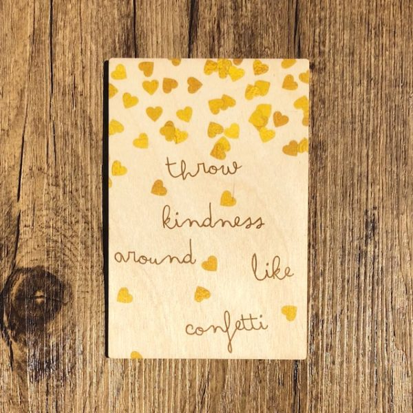 Houten Kaart   Throw kindness around like confetti