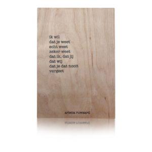 gedicht van ariena Ruwaard op hout